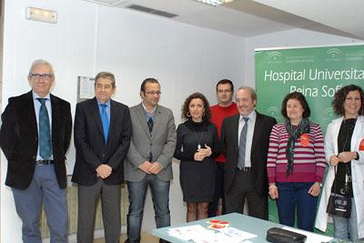 María Isabel Baena, en el centro, celebra el Día Mundial del Riñón con otros responsables sanitarios y Alcer