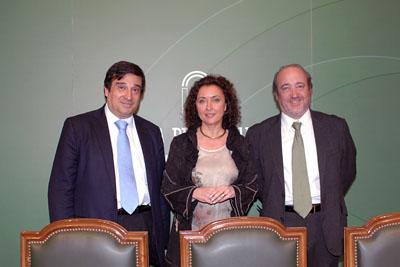 Enrique Aranda, María Isabel Baena y José Manuel Aranda presentan el encuentro de cáncer de mama