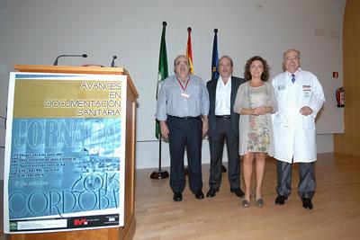 Mª Isabel Baena, delgada de Salud junto a José Manuel Aranda, gerente del hospital y organizadores de la Jornada.