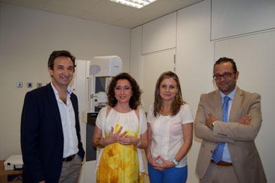 José Luis Raya, M Isabel Baena, Marina Alvarez, José Manuel Cosano visitan la unidad de mama del Carlos Castilla del Pino