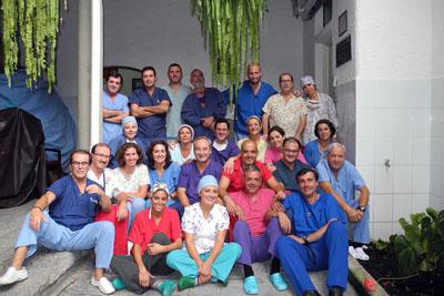Profesionales del Hospital Reina Sofía junto al resto de los sanitarios que han participado en las expediciones