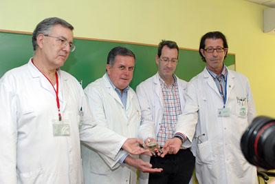 Los facultativos del Hospital Reina Sofía muestran un ventrículo artificial