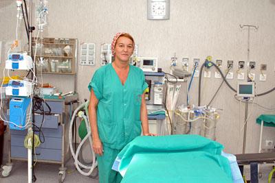 Imagen de archivo de la cirujana Pilar Rioja en un quirófano
