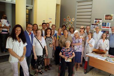 Mª Isabel Baena con profesionales del centro de salud Occidente, el doctor Santamaria y pacientes con hipertension arterial