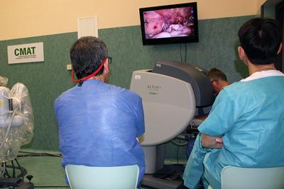 Profesionales del Hospital Reina Sofía se forman en el manejo del sistema Da Vinci