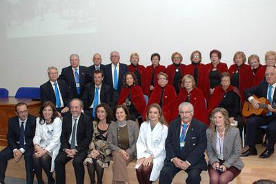 El coro de la Asociación de Mayores del hospital cantó villancicos
