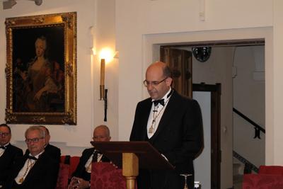 Javier Briceño durante la lectura de su intervención