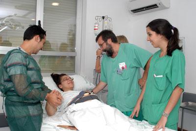 Profesionales del hospital atienden a una paciente en su proceso de parto