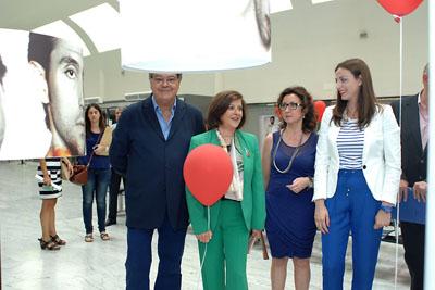 Josele, responsables sanitarios y donante visitan la exposición