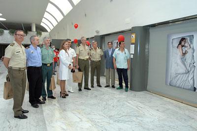 Los represenantes de la Fuerzas de Seguridad visitaron la exposición 'Hágase la luz'