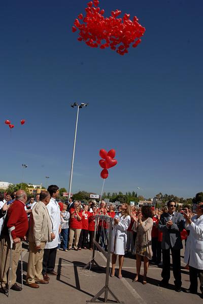 Suelta de globos a favor de la donación