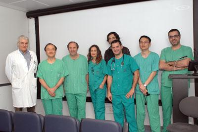 El cardiólogo japonés junto a especialistas del Hospital Reina Sofía y asistentes al curso