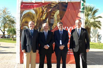 El gerente del SAS, 2º por la izquierda, junto a los ginecólogos que organizan el congreso