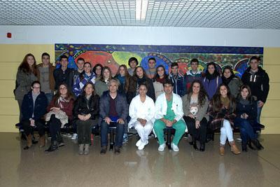 Primer grupo de alumnos que inicia el programa de visitas escolares