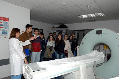 Escolares durante su visita al servicio de Radiodiagnóstico