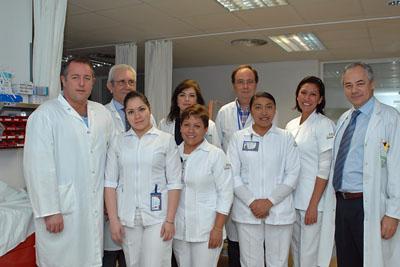 Enfermeras mexicanas, en Hemodiálisis, junto a responsables sanitarios del Hospital Reina Sofía