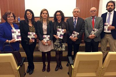 La delegad de Salud, cuarta por la izquierda, junto a otros responsables sanitarios en la presentación de la Guía sobre mielofibrosis