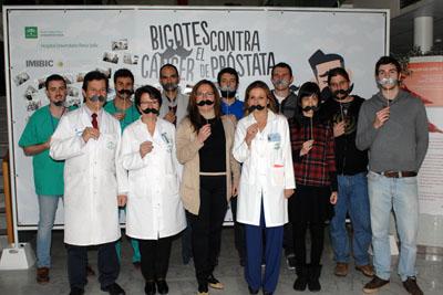 La delegada de Igualdad, Salud y Políticas Sociales, en el centro, junto a profesionales del hospital e investigadores