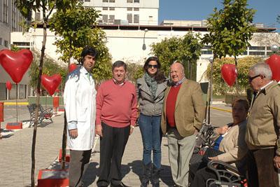El coordinador de trasplantes con miembros de la Asocición de Trasplantados de Corazón