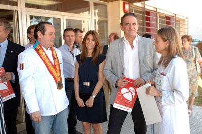 Profesionales del sector junto a la directora gerente del hospital, primera por la derecha
