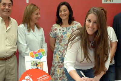 Argentina firma en el Libro de oro de la donación del Hospital Reina Sofía