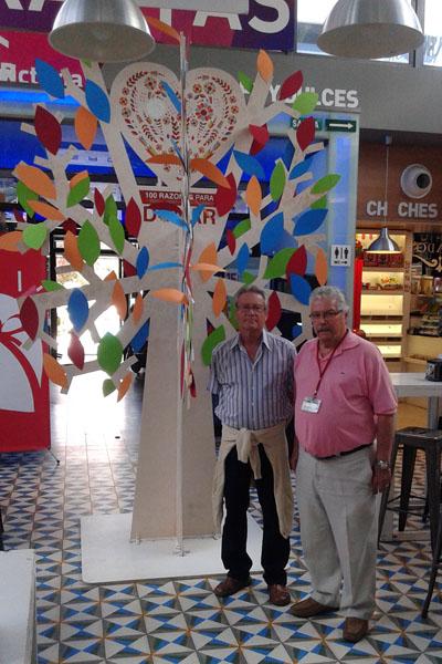 El árbol de la vida luce esta semana en el Mercado Victoria