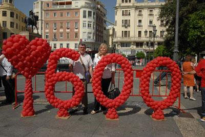 La paciente que recibió el trasplante 600 de corazón participó en la suelta de globos