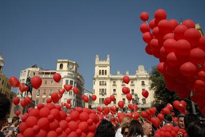 Gobos rojos con forma de corazón por la donación de órganos