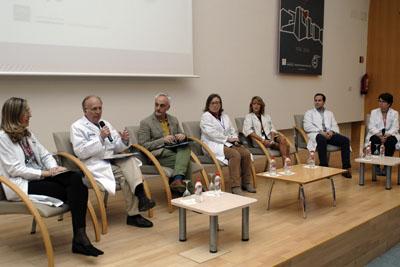 Mesa de debate que ha permitido repasar la historia de la docencia del hospital