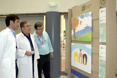 Profesionales del hospital visitan la muestra