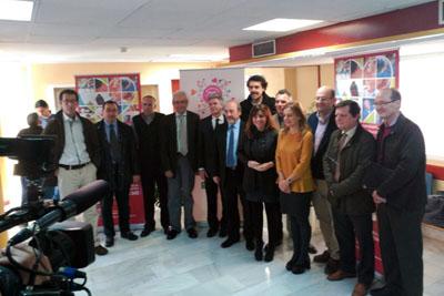 Profesionales de la coordinación provincial de trasplantes del Hospital Reina Sofía, la directora Gerente del centro, Marina Álvarez, y algunos de los premiados