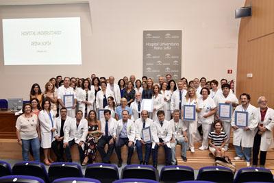 Foto de familia de la acreditación de 11 UGC del Hospital Reina Sofía