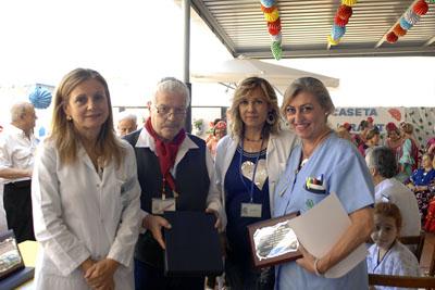 Entrega tercer premio a la Segunda planta de Pediatría