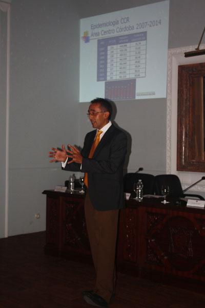 El especialista en Aparato Digestivo en un momento de su conferencia