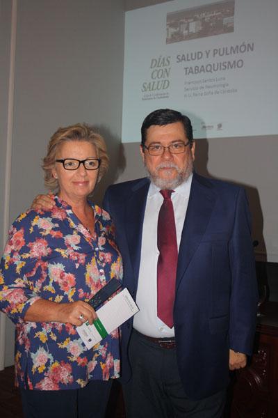 María Dolores Ortiz y Francisco Santos antes de comenzar la conferencia