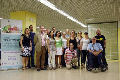 En la imagen, profesionales del hospital Reina Sofía, pacientes y familiares que asistieron a las jornadas
