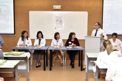 La directora gerente del hospital, Valle GArcía, durante la inauguración del encuentro