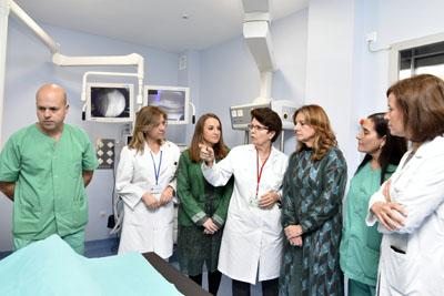 La consejera visita la nueva salal de litotricia