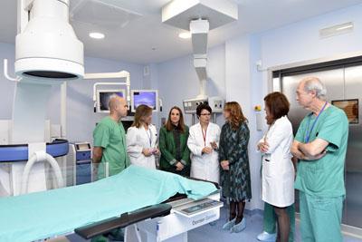 Profesionales del hospital explican el funcionamiento del nuevo equipo de litotricia y endourología