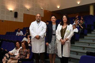 En la imagen, el director asistencial del Hospital, Antonio Llergo, la directora de la IATA, Natividad Cuende, y la directora de la UGC de Hematología, Concepción Herrera.