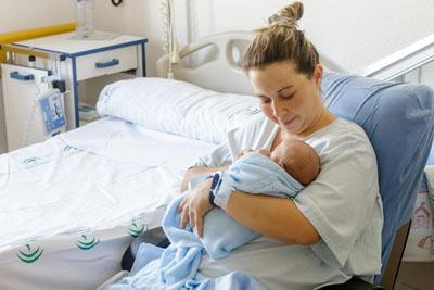 Una mamá con su bebé