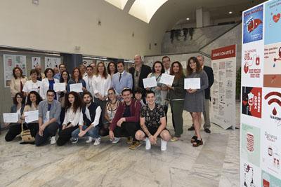 Los delegados de Salud y Educación visitan la exposición 'Donar con Arte'