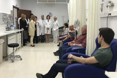 La consejera de Salud visita el Hospital de Día de Alergia