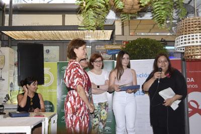 Maria Victoria Lara lee su poema dedicado a su hermana