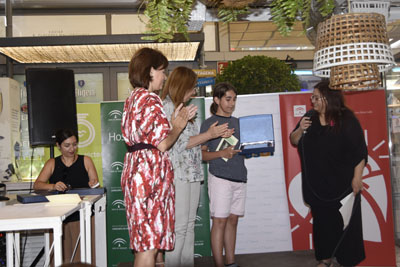 Juan Ariza recibe el primer premio de la categoria A