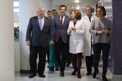 Jesús Aguirre, Juanma Moreno, Valle García e Isabel Ambrosio visitan el hosptial en el Día contra el Cáncer