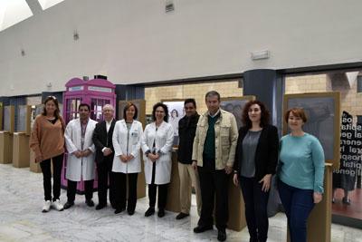 Responsables sanitarios y de ASAENEC visitan la muestra fotográfica