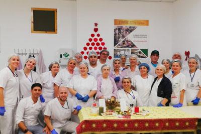 Profesionales de alimentación preparan los menús especiales por Navidad