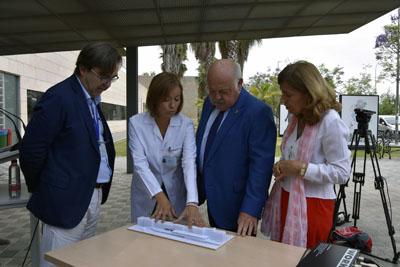 Valle García explica sobre maqueta como quedará el edificio