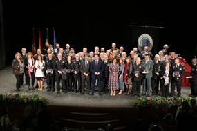 Foto de familia de todos los premiados en el acto